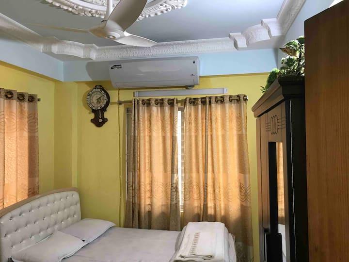 1 luxurious bedroom