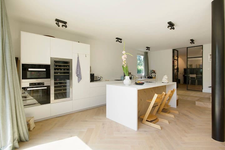 Stylish family home on the water with free parking