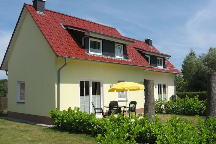 Cozy Seaside Holiday Home with Sauna in Kühlungsborn
