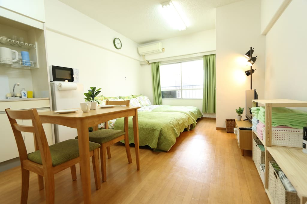 Overview of the cozy and comfortable room. 房间全景,温馨整洁舒适!