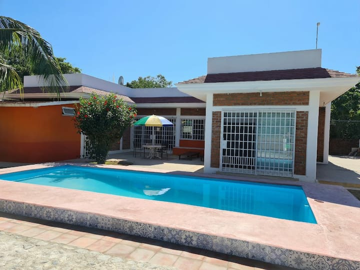 3 BD Mountain House with private pool