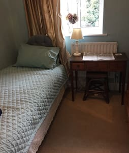 Single room 12 mins walk Hospital