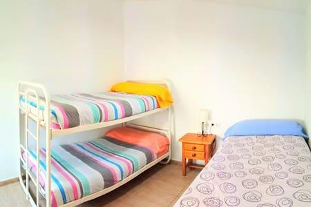Habitación familiar con baño 19 € - Sax
