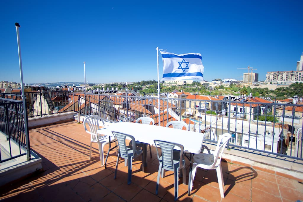 Private Roof Deck with 360 degree views of the city!