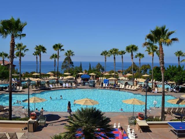 5 Star Resort, Ocean, sleeps 8, swim, golf, wine!