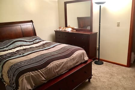 Clean and Simple Room by Shortpump! - Glen Allen - Dům