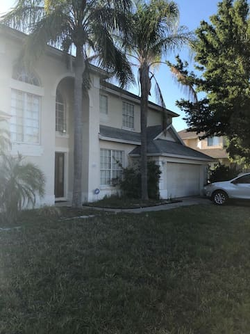 Private Master bedroom in Orlando, FL.