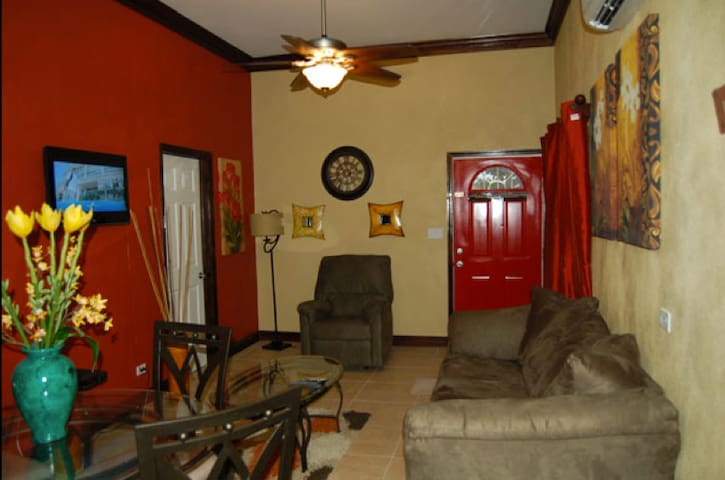 Poolside Retreat - Nassau - Guesthouse