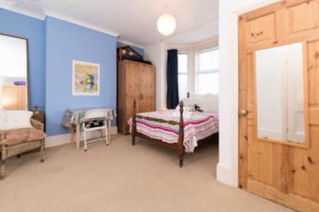Lovely large Ensuite Bedroom - Newhaven