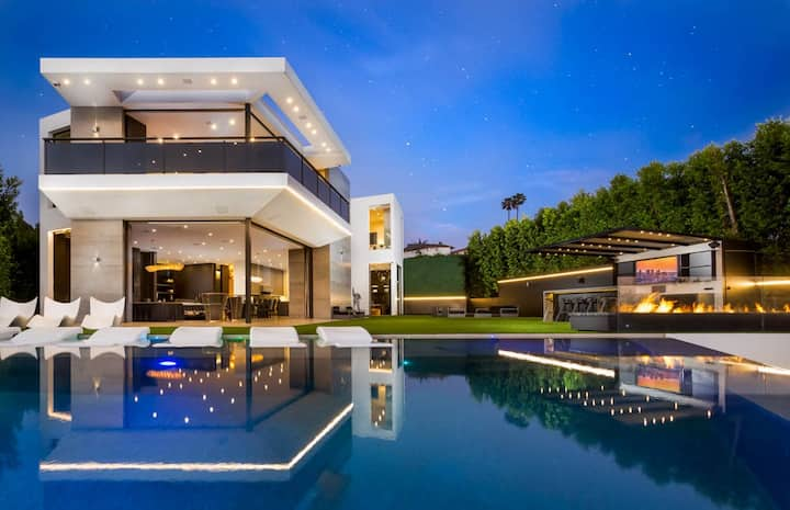 Beverly Hills Modern + Pool & Views