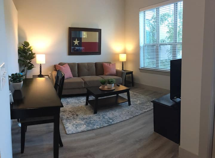 Secret Bungalow Hideout in Downtown Fort Worth