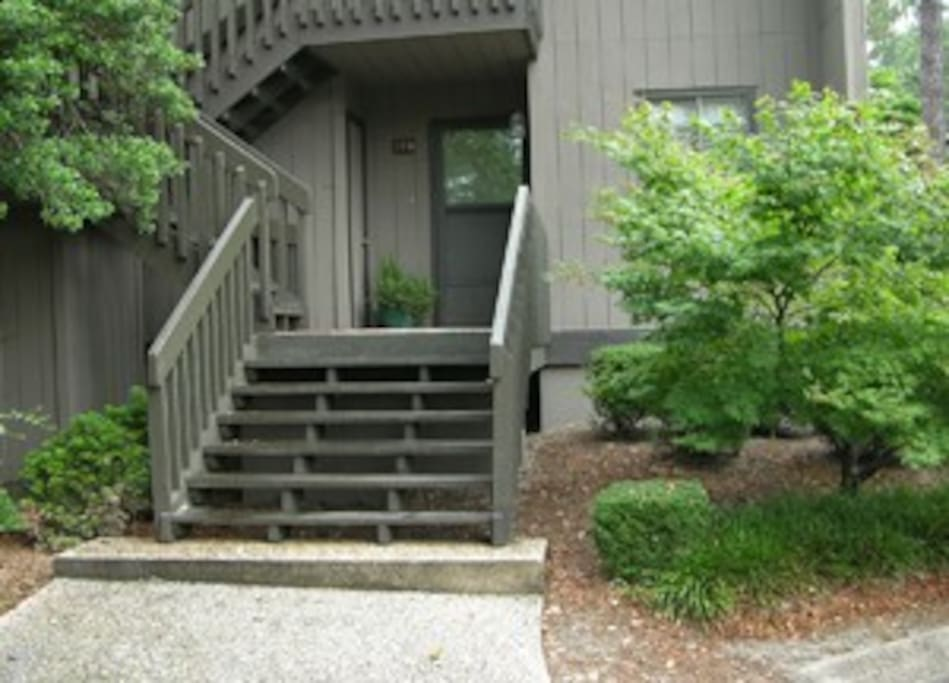 First floor condo with easy access from parking, directly in front