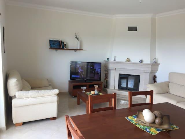 Apartamento T2 com garagem - Quelfes - Flat