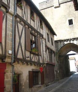 Maison de caractère au cœur du quartier médiéval - Parthenay - 连栋住宅