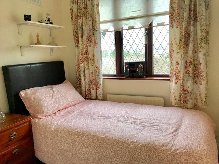 Single Room in Livi's Place