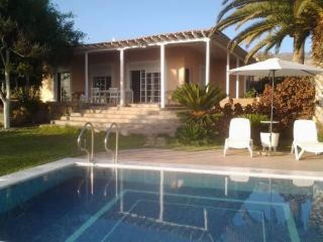 IN OFFER! CLOSE TO THE SEA! Villa Saint Maxime - Adeje - Villa
