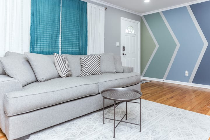 E/3/02❤Newly Renovated 3BD❤Parking❤Pets Welcome