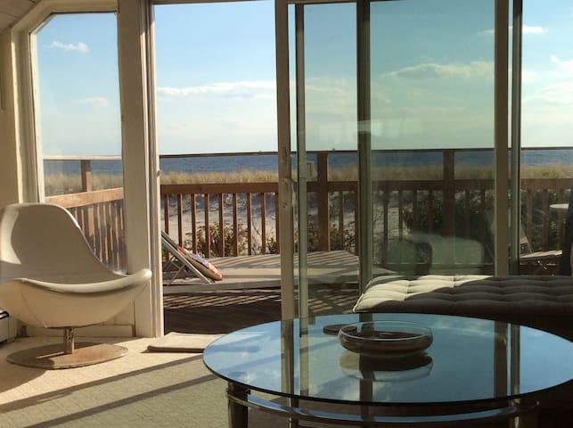Oceanfront  A-Frame Beach Chalet - Long Beach  - Pis