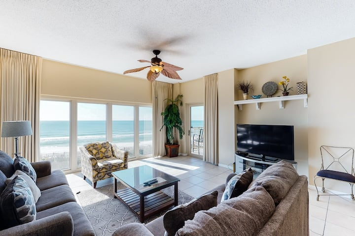 Beachfront home w/ private balcony + shared hot tub/ pool/ fitness center!
