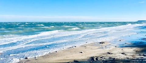 Nær  stranden! Et koselig, lite sted for et par!
