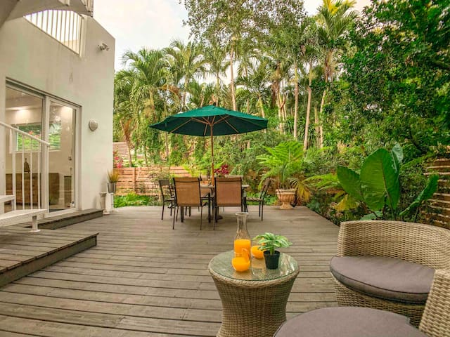 Garden Villa  in ❤️Miami-near 🏖 walk to eat 🌴