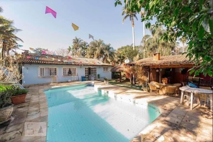 Casa linda alto padrão e bela área externa(vargem)