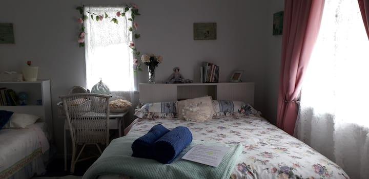 Owhango Village Retreat (1 single, 1 double beds)