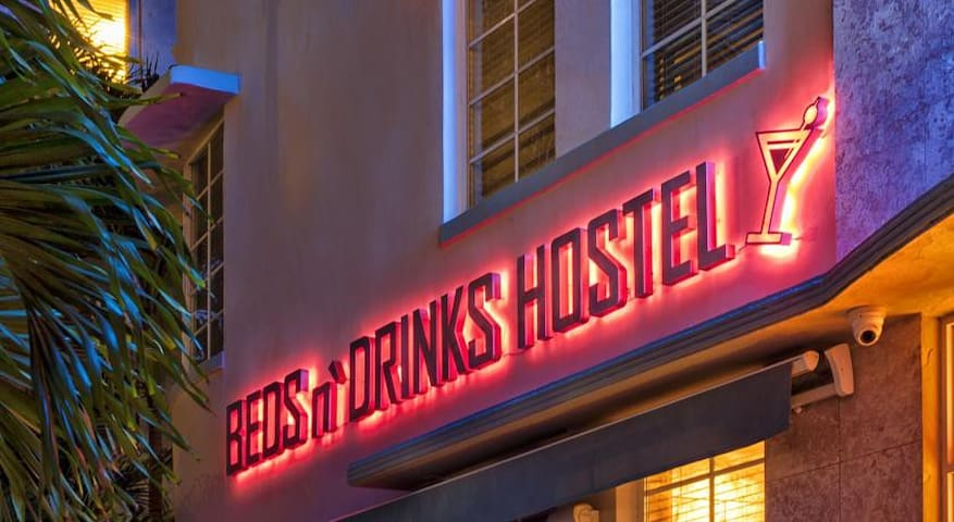 Beds N' Drinks Hostel (8 Bed Mixed Dormitory)