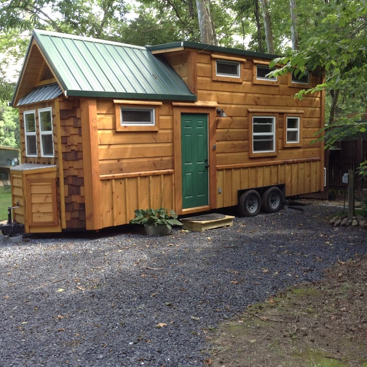 Riverfront Tiny House, Firepit, Canoe, Tubes