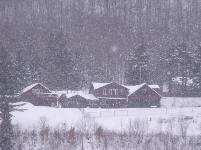 Hiking, hunting, snowmobiling, luxury retreat