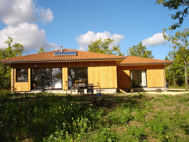 Chambres à louer dans Maison en bois avec vue