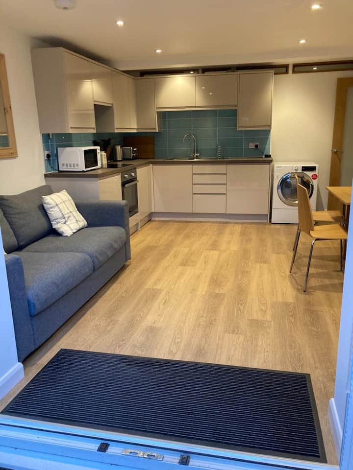 1 bedroom open plan, central village location