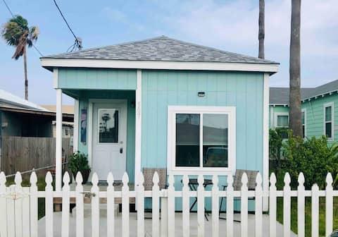 Mermaid Cottage- Historic Heritage District