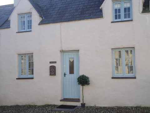 Bwthyn Ellis a cosy grade 2 listed welsh cottage .