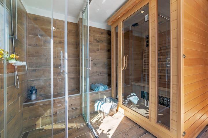 Additional Bathroom with Sauna and a Shower