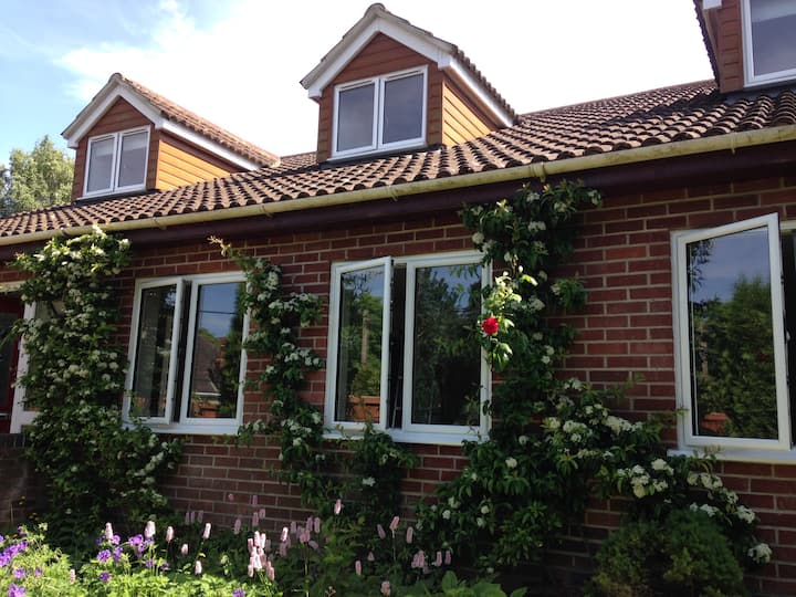 Charming home with private garden near Stonehenge