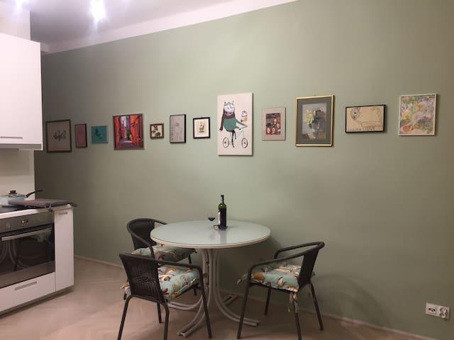 Studio apartment in prime location