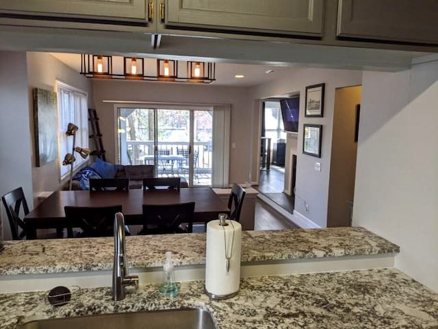 Recently Rennovated 2 bed, 2 bath in Ardmore