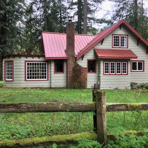 Classic Mountain Home on Salmon River, 4.5 bdrms