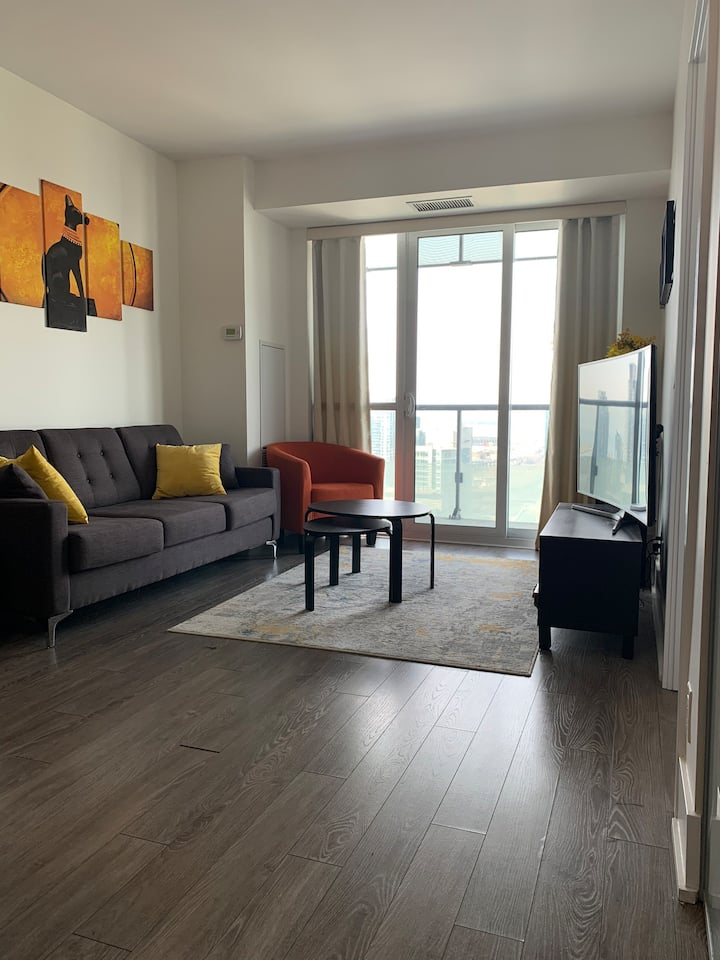 Entire Condo 1 bdrm stunning view across CN tower