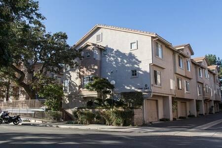 Conveniently Located Condo- 3 - Westlake Village - Condominium