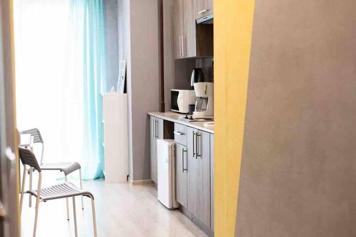 Уютная квартира с панорамными окнами и балконом
