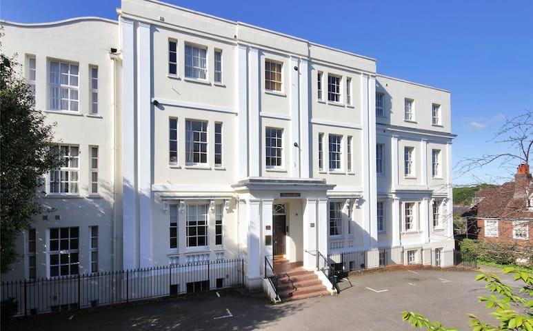 Bright & spacious 2bed apartment near Pantiles. - Royal Tunbridge Wells