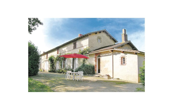 Beautiful home in La Chapelle Hermier with 2 Bedrooms