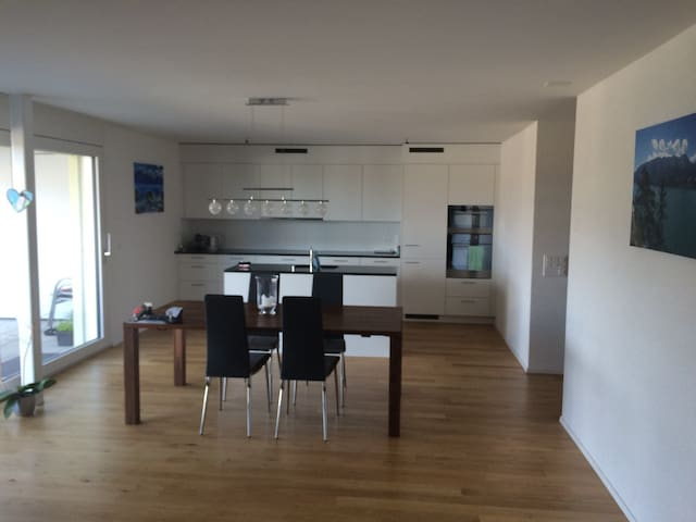 Neue 3.5 Zimmerwohnung mit Gartensitzplatz - Thunstetten - Apartamento
