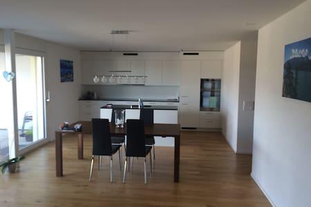 Neue 3.5 Zimmerwohnung mit Gartensitzplatz - Thunstetten - Daire