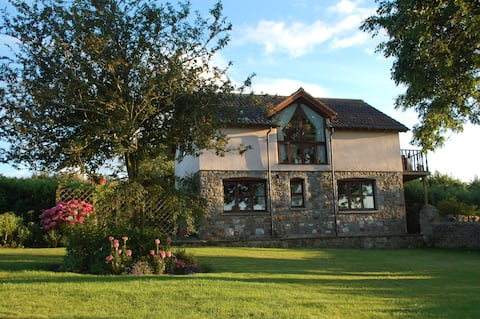 Cottage with beautiful views and  home comforts.