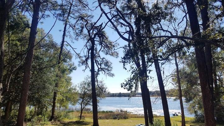 Lakefront cabin, unplug & enjoy nature at its best