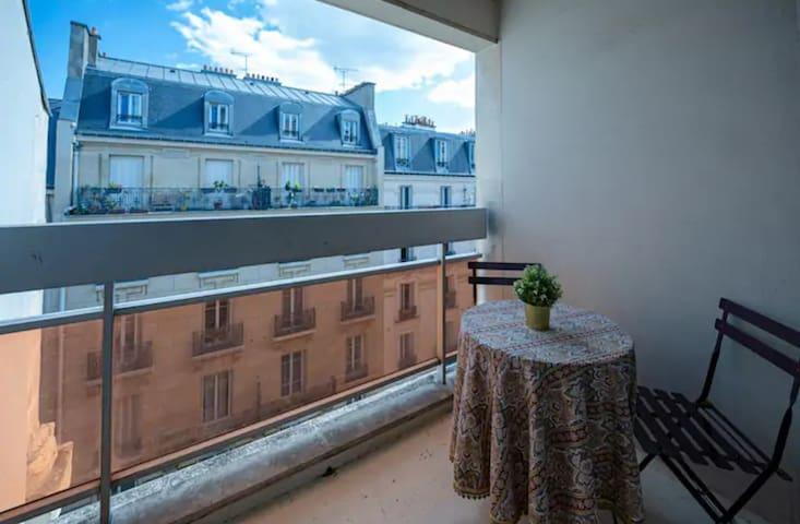 Charmant studio avec balcon à Nation