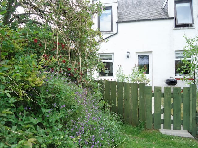 WENDY'S PLACE, character holiday cottage in Foyers, Ref 941487
